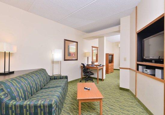 Fairfield Inn & Suites Hickory - 16 Photos - Hotels - 1950 ...