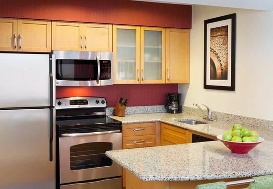 Residence Inn Atlanta Airport North/Virginia Avenue: Guest room