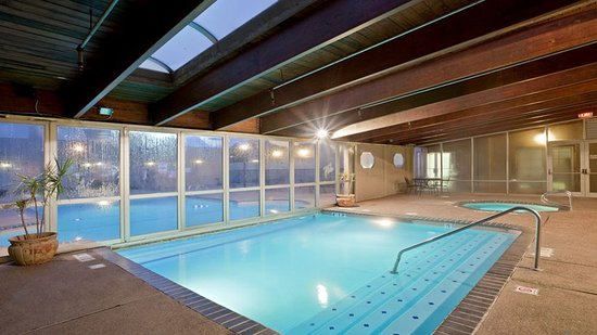 Holiday Inn Hotel & Suites Overland Park West: Pool