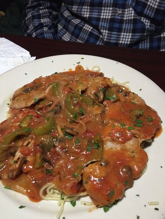 Sandston, Вирджиния: Great Italian Food!! Huge portions!! If you are flying out of Richmond Airport its right across