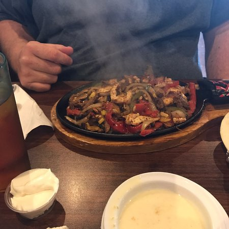 Arlington, TN: Sizzlin' fajitas and sangria