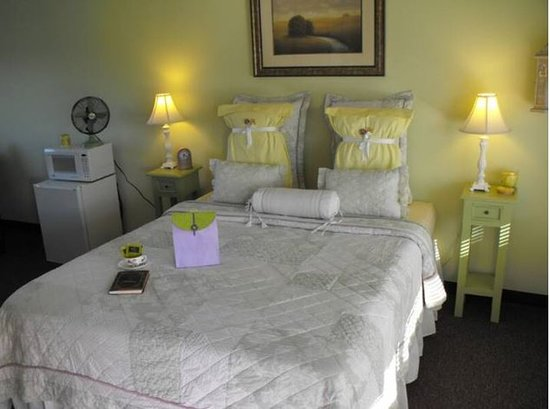The Savannah House Inn: Guest room