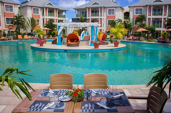 Bay Gardens Beach Resort: Pool