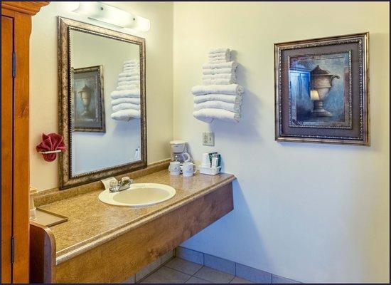 Branson West, MO: Vanity area