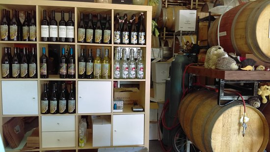 Santa Cruz, CA: Well stocked with a great selection for tasting. Very generous with their time.