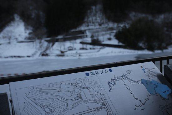 Kanna-machi, Japon : 蛇神湖:塩沢ダムの案内板