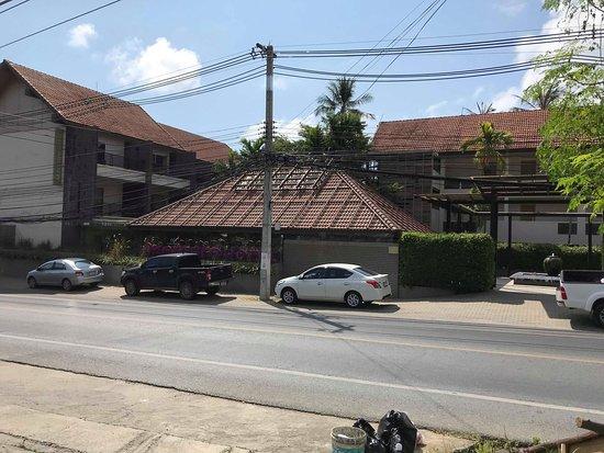 Mercure Koh Samui Beach Resort: Front of hotel
