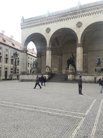 Generals' Hall (Feldherrnhalle): Зал баварских полководцев