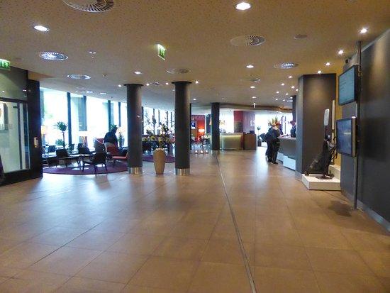 Novotel Berlin Mitte: De lobby