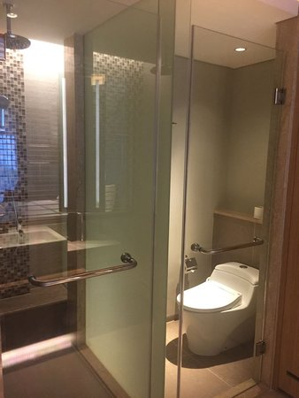 Shower dan Closet Area - Picture of Courtyard by Marriott Bali ...