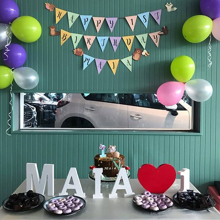 Simple Decorations of balloon Bunting FREE for our birthday events