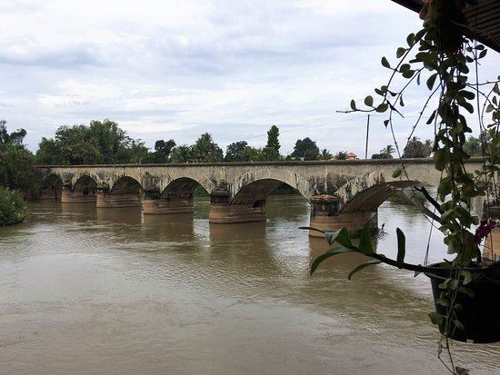 Don Khone, Laos: Old French Bridge next door