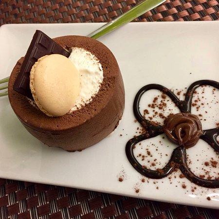 Cerro Maggiore, Italia: Uno dei nostri Dessert: Rondó cocco e cioccolato