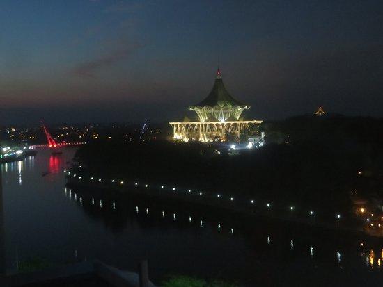 Riverside Majestic Hotel: uitzicht over de stad