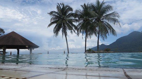 Damai Beach Resort : bovenzwembad