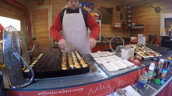Albert Cuyp Market: Mini pancakes wit any topping you like