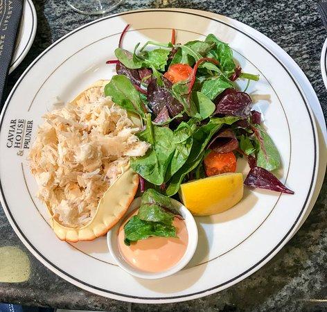Caviar House Oyster Bar: Салат с крабом