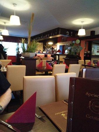 Ludwigsfelde, Germania: hinterer Gastraum mit Blick zur Bar