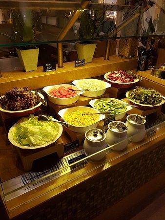 heerlijke salades welke je zelf kan samen stellen