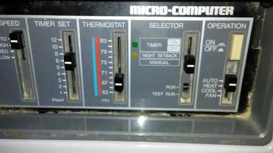 Holtsville, Estado de Nueva York: Ancient A/C Heater that no matter how low you put the heat, cooked you