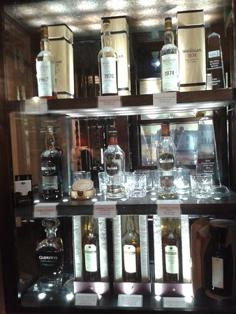 Port of Menteith, UK: Whisky display area.