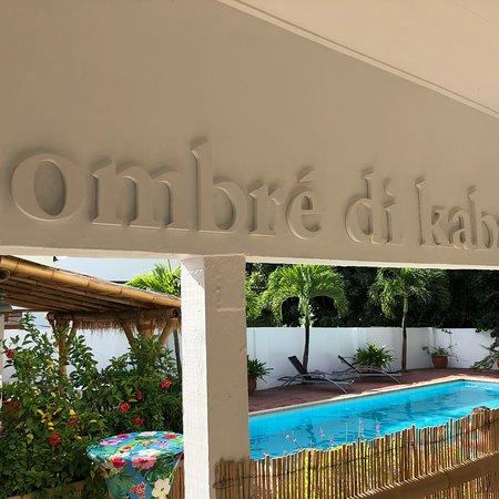 B&B Sombre di Kabana: Het heerlijke zwembad van Sombré di Kabana