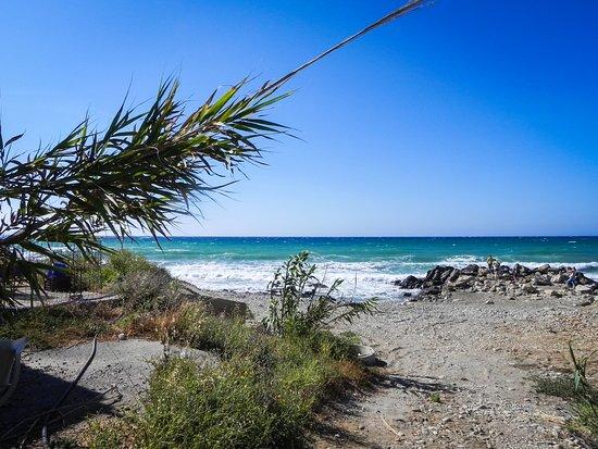 Stavromenos, Grecia: Ruhiger Strand in der Nähe