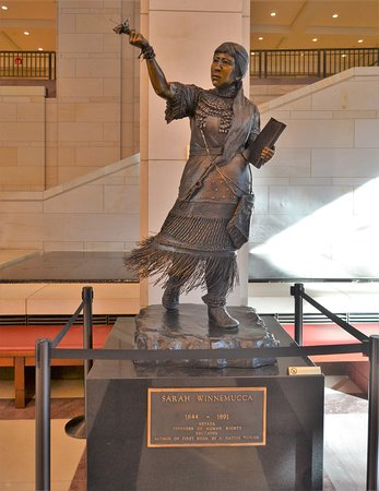 U.S. Capitol : statue in the visitors hall