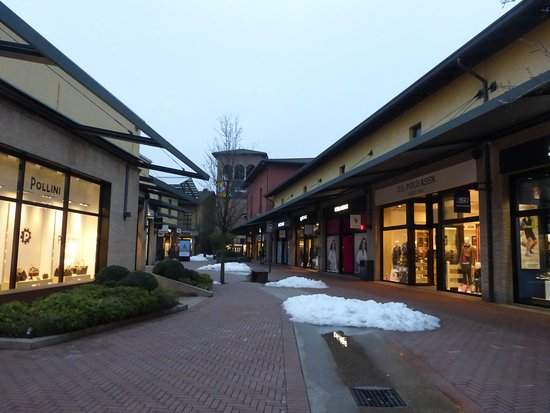 Castel Guelfo The Style Outlets: rue centrale