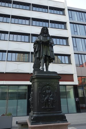 Gottfried Wilhelm Leibniz Monument