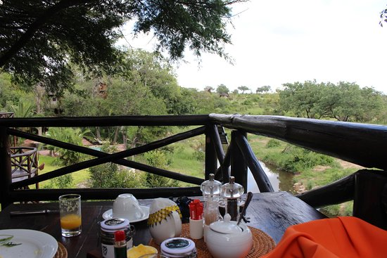 Lukimbi Safari Lodge: Breakfast