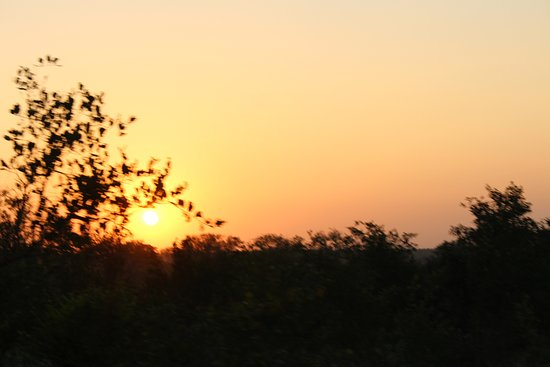 Lukimbi Safari Lodge: Sunrise