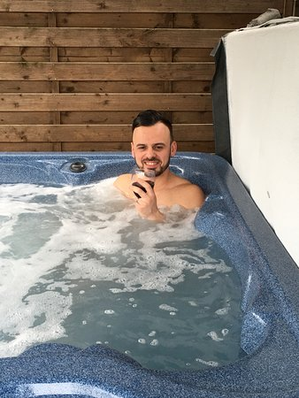 Elslack, UK: Loving the hot tub