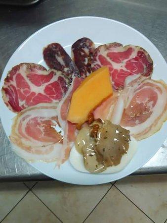 Монтекориче, Италия: Aperti tutti i giorni pranzo e cena. Vi aspettiamo. Nel cuore del Cilento precisamente in Montec