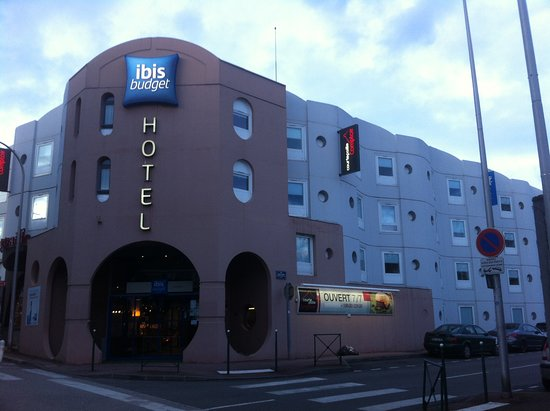 Ibis Budget Limoges : façade Hotel angle rue Sacha Guitry