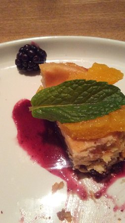 Prince George, Canada: Mini Caramel Cheesecake with blackberries, mandarin oranges & raspberry sauce - excellent!