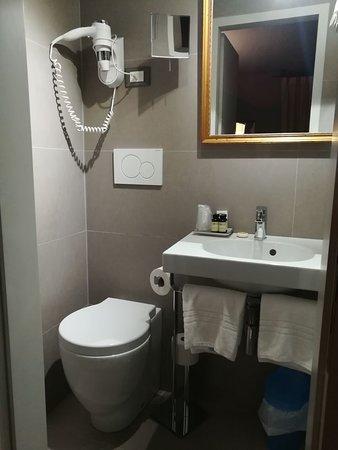 Il bagno...da camper - Picture of Hotel Locanda Fiorita, Venice ...