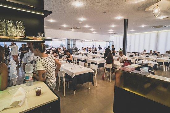 Marina di Felloniche, Italy: sala interna