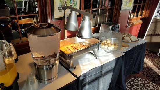 Glen Tavern Inn: Bacon, Potatoes, Muffins, Toaster