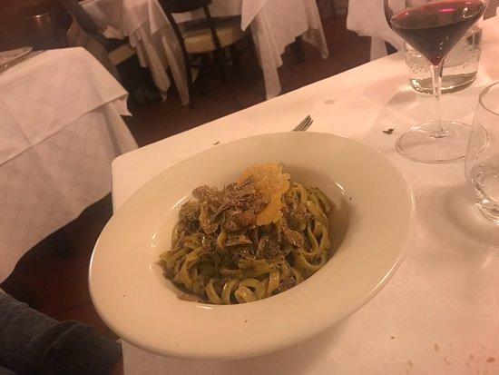 La Taverna: tagliolini cacio, pepe e tartufo