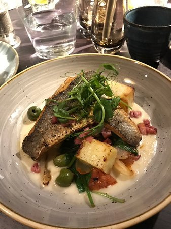 Chorleywood, UK: Sea bass in a white wine sauce