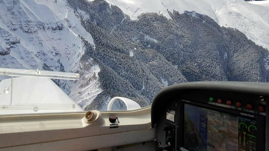 Aspres-sur-Buech, France : Alpine Flying School