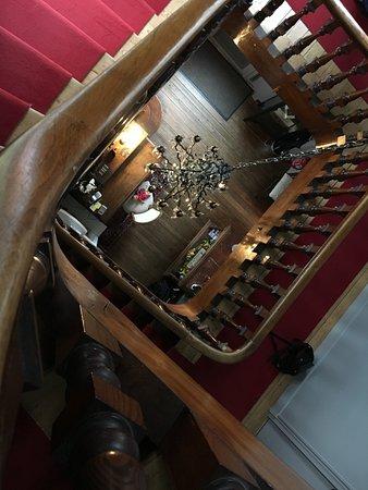 La Maison d'Emilie : Escalier menant aux chambres