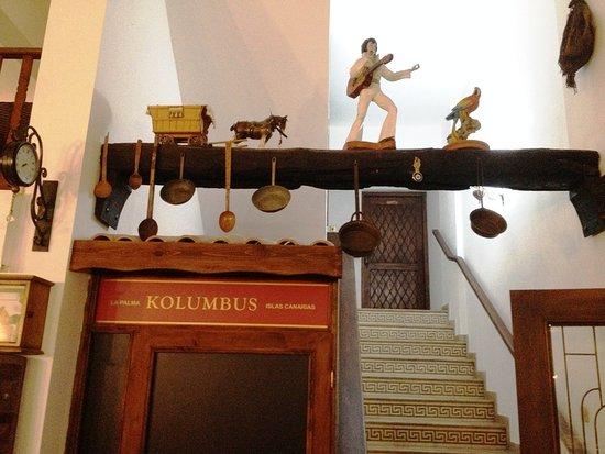 Ozankoy, Chipre: лестница на 2 этаж в вип зал и открытую веранду