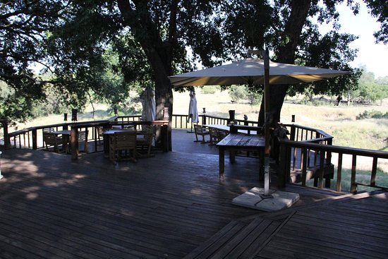 Ulusaba Private Game Reserve, Afrika Selatan: Lunch and dinner spot depending on weather