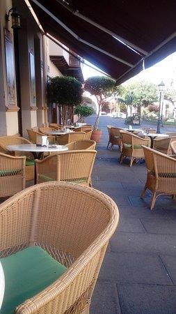 Ebano Cafe : unter der Markise
