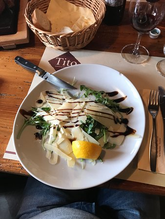 Daiano, Italie : Rucola, scaglie di trentingrana e riduzione al balsamico
