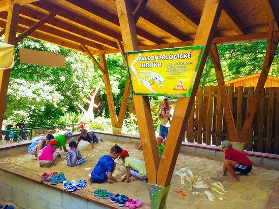 DinoPark Bratislava paleontologické ihrisko pre deti