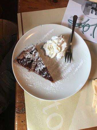 Daiano, Italie : Torta al cioccolato con panna