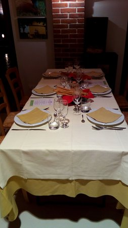 Portacomaro, Italy: Tavolo a parete